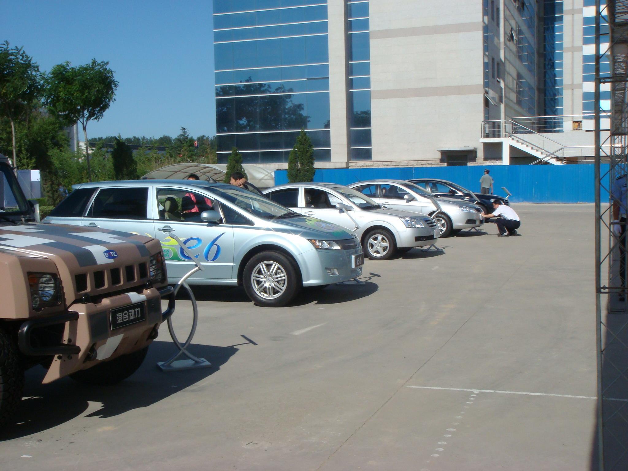 贾庆林在京检阅比亚迪新能源汽车 图片浏览高清图片