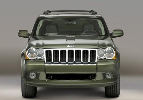 jeep大切诺基的车身造型趋向追求弧形曲线美,倾角较大的前高清图片