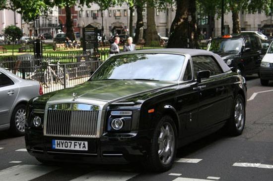 劳斯莱斯幻影Drophead Coupe曾在2004年以100EX概念车...