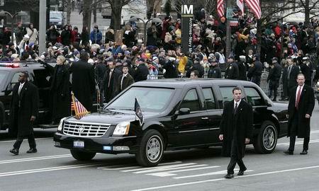 美国总统布什座驾 06款凯迪拉克DTS